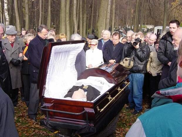 """Похороны Александра Яковлева – одного из """"архитекторов Перестройки"""". 2005 г."""