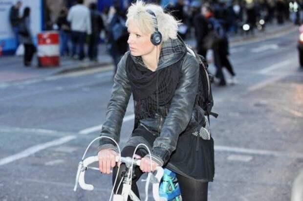 Велосипедистам и пешеходам хотят запретить слушать музыку