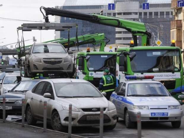 Лысаков пообещал отменить эвакуацию из-под запрещающих знаков
