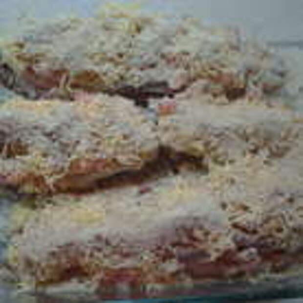 Выложить рыбу в форму для запекания. Посыпать оставшимся сыром. Присыпать панировочными сухарями. поставить в духовку, которая разогрета до 200 градусов, на 30-35 минут. Приятного аппетита