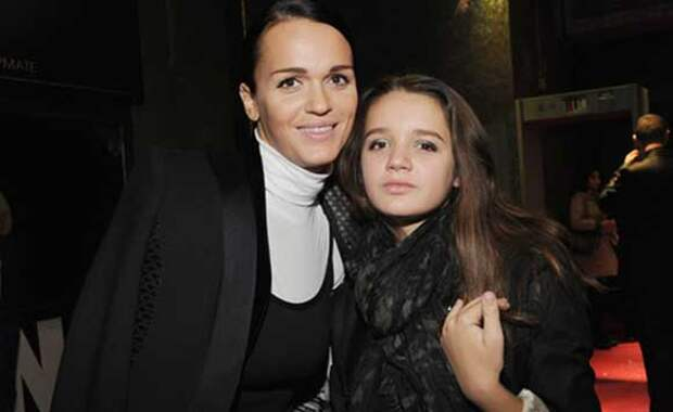 Певица Слава теперь веселится вместе с дочерью