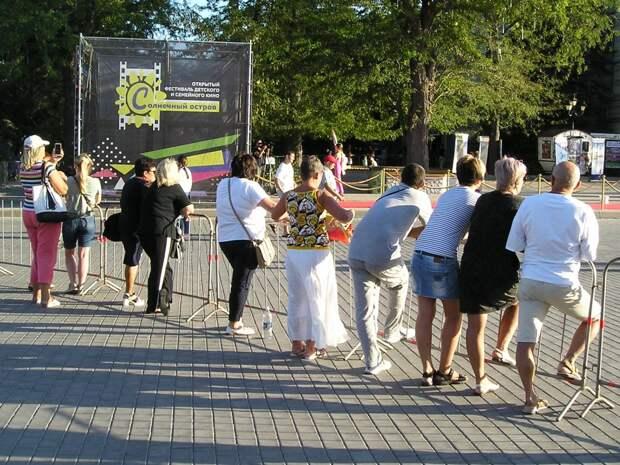 В Евпатории открылся третий фестиваль «Солнечный остров»