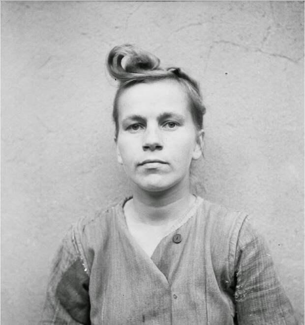 Элизабет Фолькенрат (Elisabeth Volkenrath) (повешена 13 декабря 1945 года)