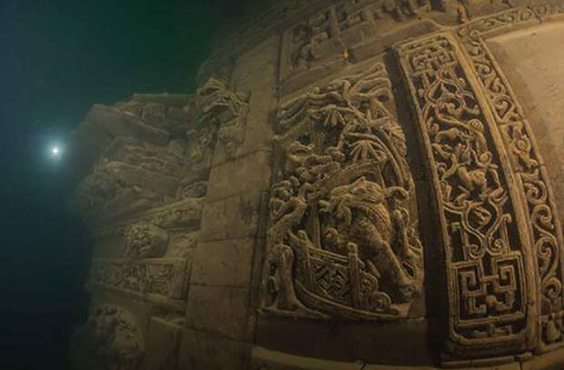 Вода оказалась отличным местом хранения древних зданий.