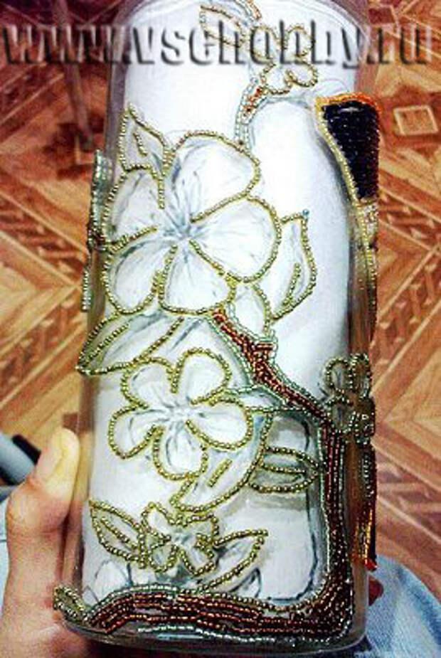 декорируем вазу бисером начинаем заполнять бисерный контур