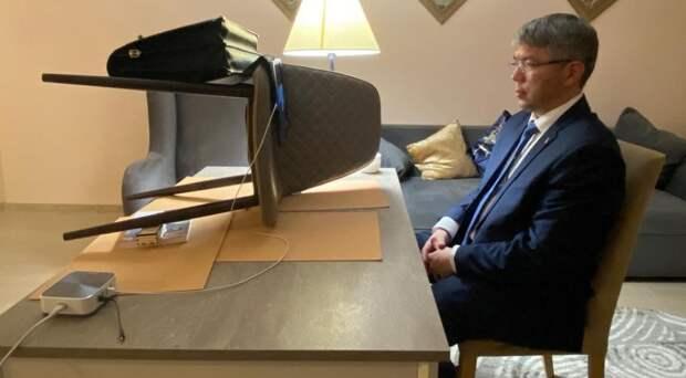 На видеоконференции с Мишустиным глава Бурятии необычным образом использовал стул
