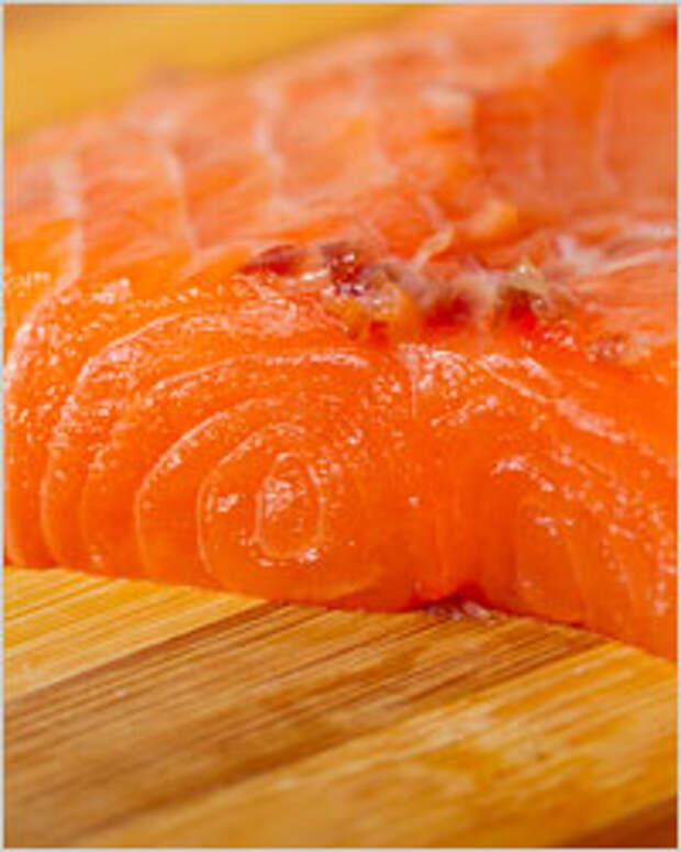 Красная рыба под шубой из овощей и сыра