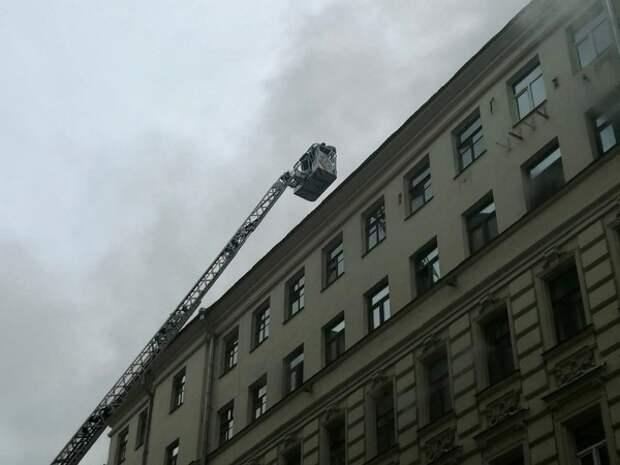 В Краснодаре пожар на высотке-долгострое пришлось гасить с помощью крана и чуть ли не вручную