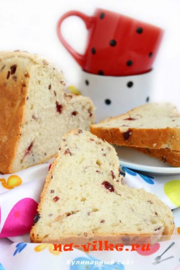 Американский хлеб с красным рисом и клюквой