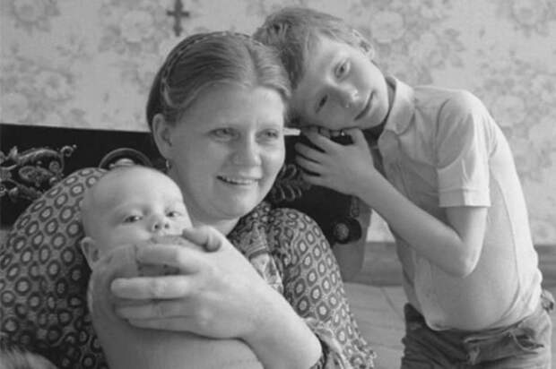 Ирина Муравьева с сыновьями | Фото: 24smi.org