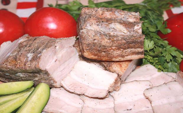 Рецепт маринованной свиной грудинки: тратим 20 минут времени, а потом за ночь она доходит сама