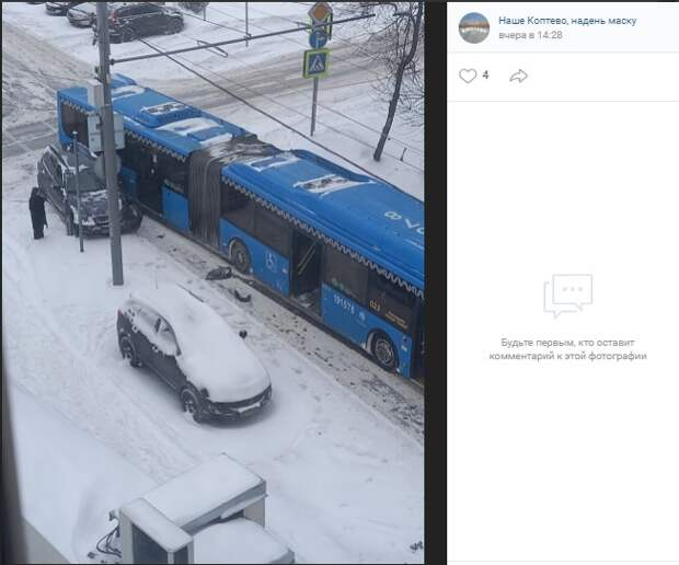 На Соболевском не поделили дорогу автобус и иномарка