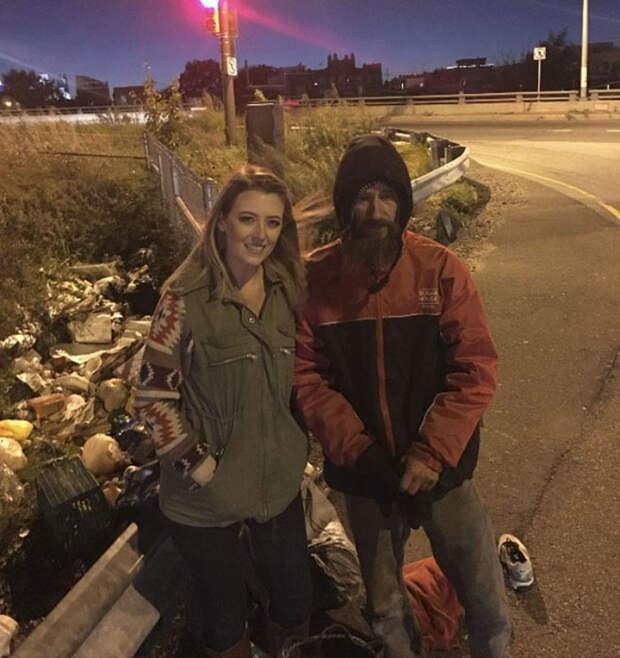 Бездомный отдал последние деньги, чтобы помочь девушке, и её благодарность изменила его жизнь