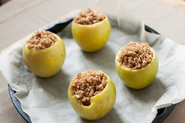 Яблоки, фаршированные овсянкой