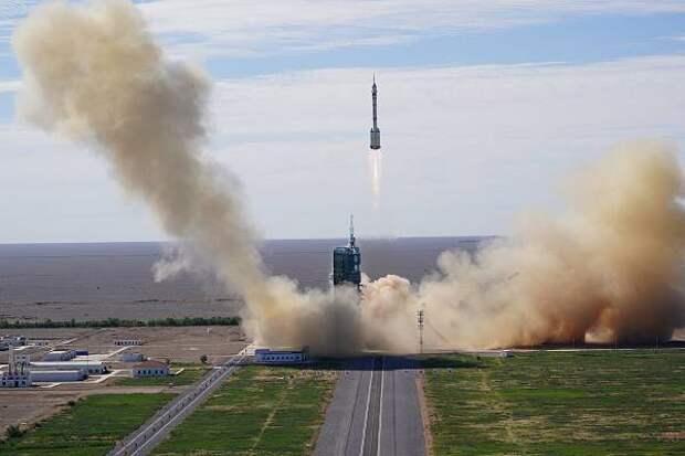 Китай отправил в космос строителей орбитальной станции
