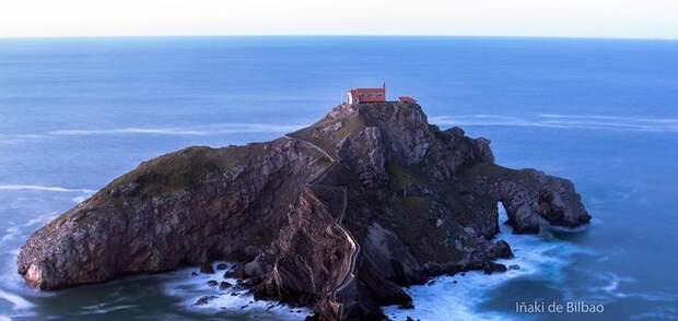 """Остров Гастелугаче: удивительное место, где снимали самый известный эпизод сериала """"Игра Престолов"""""""