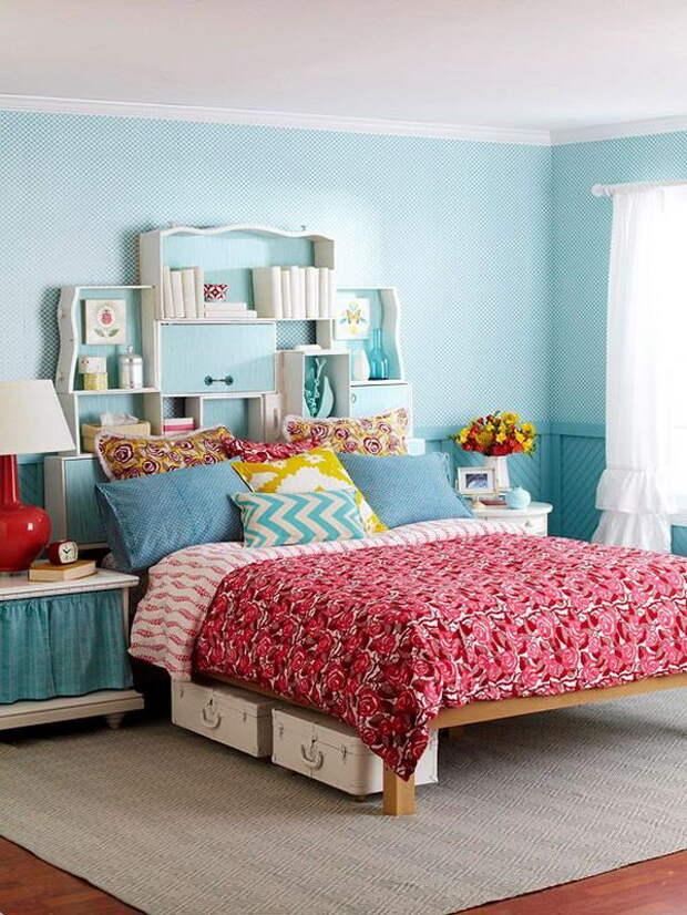 Изголовье с секретом: лучшие идеи для хранения в маленьких комнатах