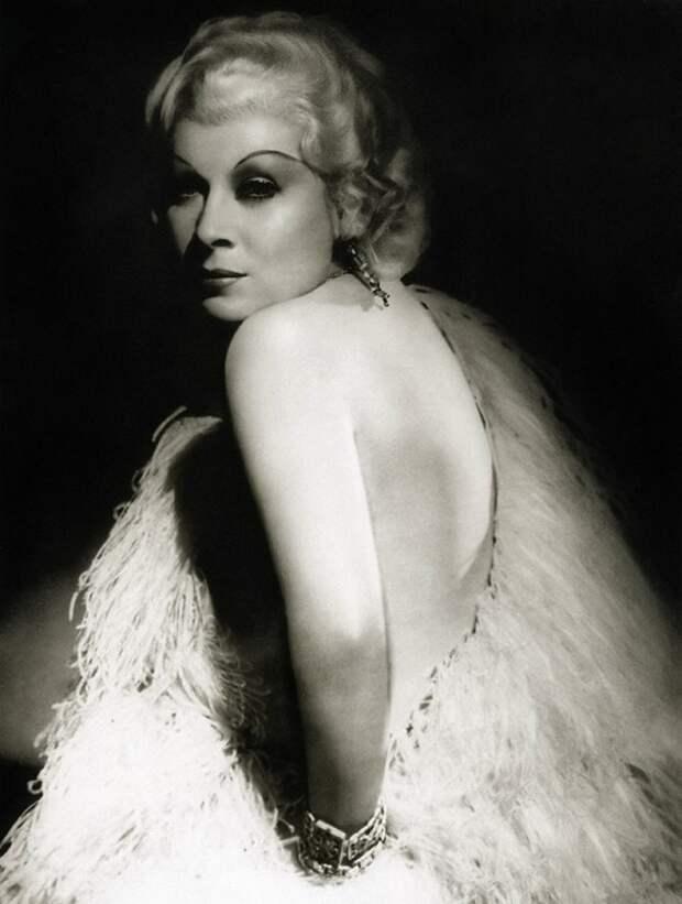 Mae West - роковая женщина, сводившая с ума всех мужчин Америки.