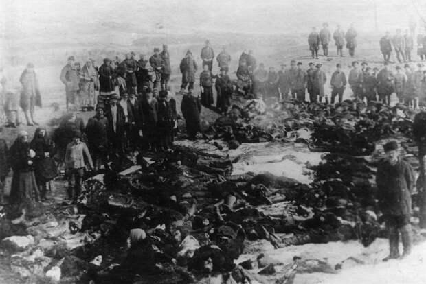 07. Тела расстрелянных рабочих - жертв ленских событий. 4 апреля 1912