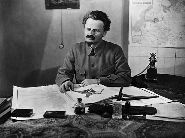 Как Сталин поссорился с Троцким