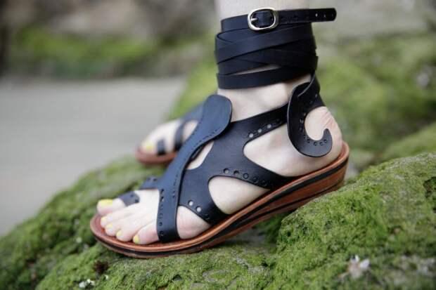 Крутые кожаные сандалии