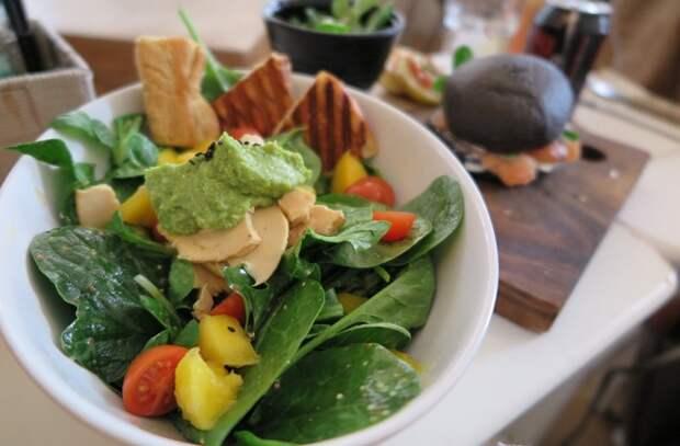 10 продуктов со свойствами против осенней депрессии. Едим больше грибов, грецких орехов и авокадо