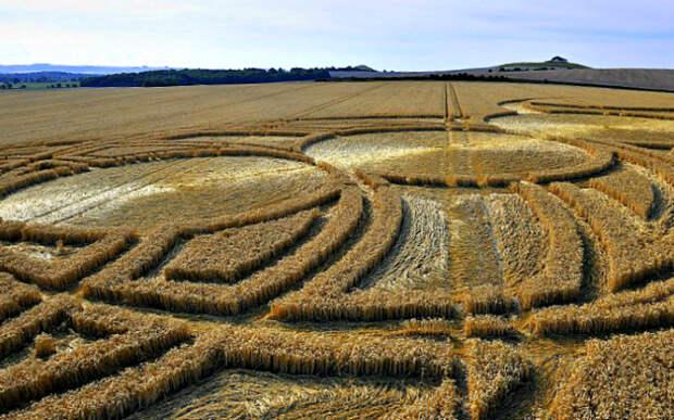 Загадочные круги на полях в графстве Уилтшир