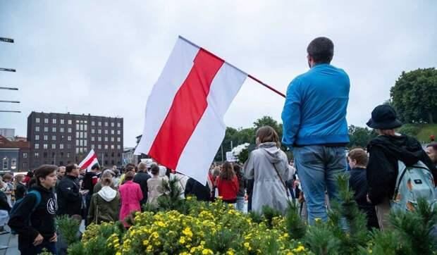 Запад пытается заставить Россию поддерживать русофобский режим в Белоруссии – эксперт Трухан