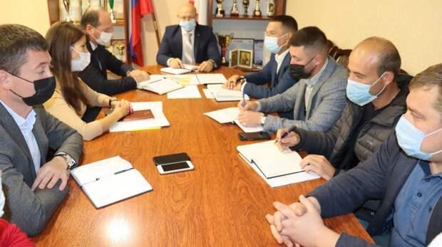 Глава администрации Сакского района Владимир Сабивчак провёл совещание с руководителями энергопоставляющих, ресурсоснабжающих предприятий района