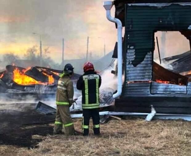 Три человека погибли на пожарах в Иркутской области в ночь на 16 апреля