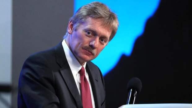Дмитрий Песков назвал истерикой ситуацию с высылкой дипломатов из Чехии