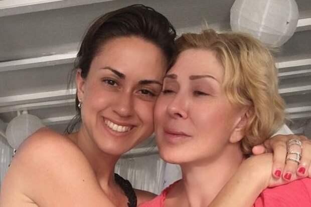 """Дочь Любови Успенской отреагировала на вопросы о появлении """"приемного брата"""""""
