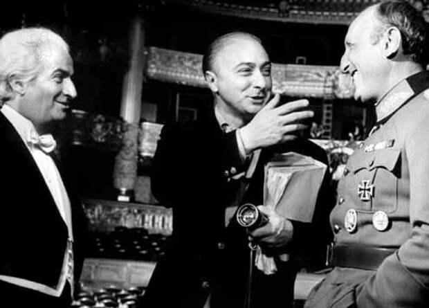 """Жерар Ури с Луи де Фюнесом и Бурвилем на съемках фильма """"Большая прогулка"""", 1966"""