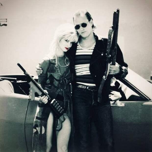 """Вуди Харрельсон и Джульетт Льюис в фильме """"Прирожденные убийцы""""."""