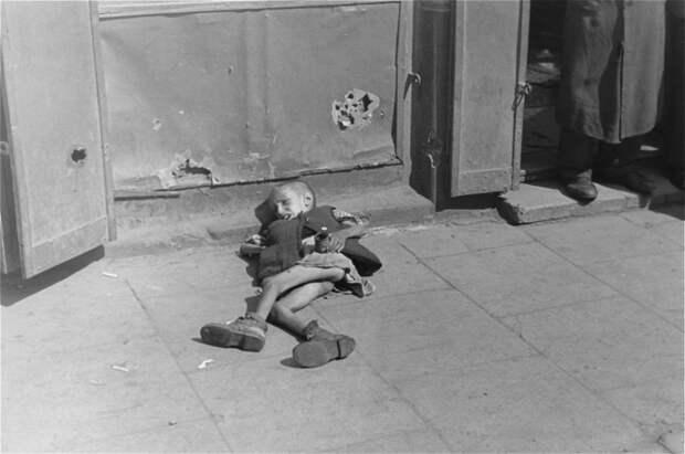 Тяжелые снимки, запечатлевшие жизнь и смерть в варшавском гетто