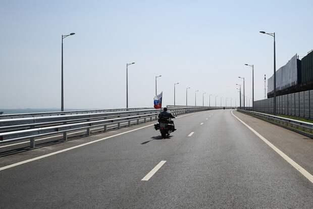Первые байкеры на мосту. Фото Виталий Тимкив/ специально для «Новой»