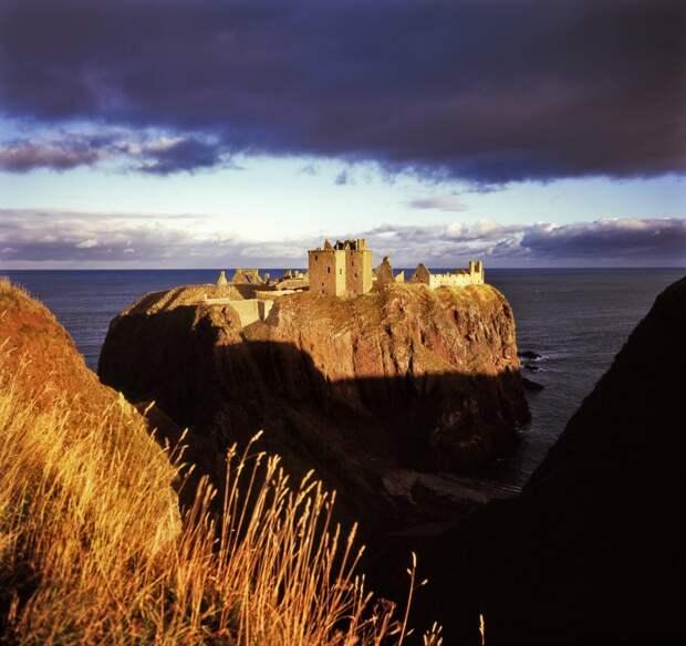 Средневековый замок Данноттар