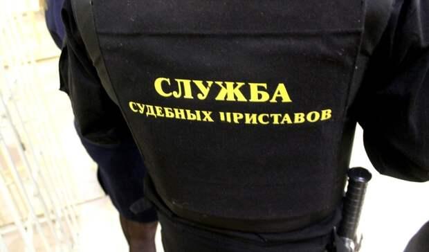 Должник из Удмуртии сбил судебного пристава и скрылся с места происшествия