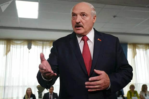 Лукашенко опять в своём репертуаре. Да вышли же ты их до того, как их начнут отзывать. Хватит сопли жевать