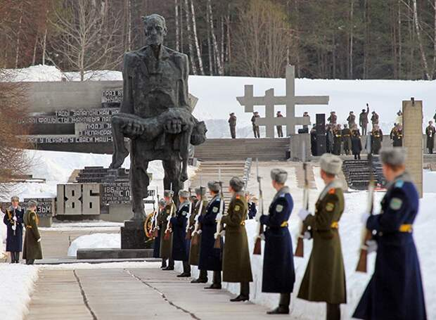 Кто сжег Хатынь. История преступления 118-го карательного батальона, сформированного из украинских националистов.