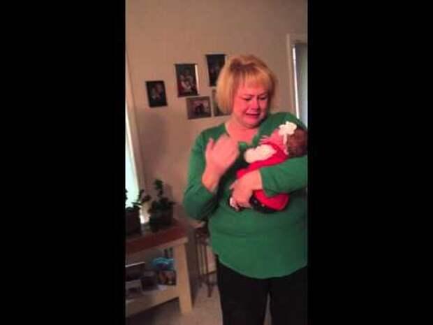 Бабушка впервые увидела свою новорождённую приёмную внучку