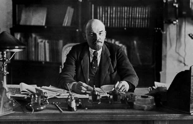Василий Волга: Ульянов-Ленин – человек разделивший мир