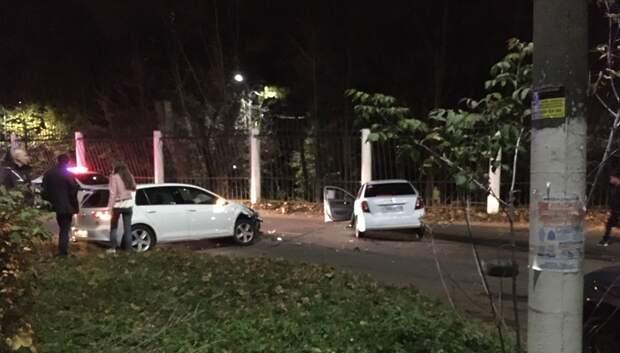 Две иномарки столкнулись возле парка в Подольске
