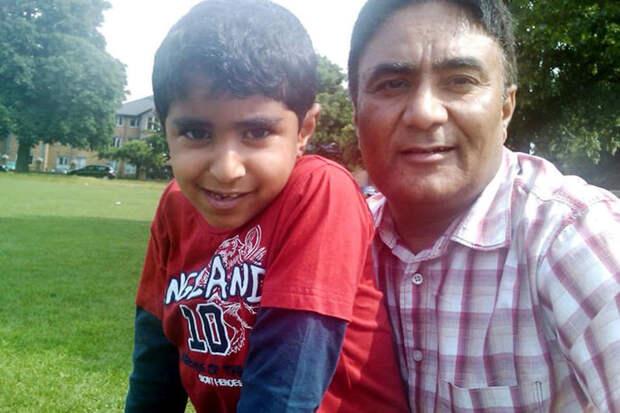 Отец Карана Амарджет Чема (Amarjeet Cheema) сказал, что его сын был осторожен с едой из-за аллергической реакции на молочку. Поэтому он не верит, что реакция могла быть вызвана обычным попаданием сыра в лицо мальчика аллергия, англия, в мире, лондон, происшествие, смерть, сыр, школьник