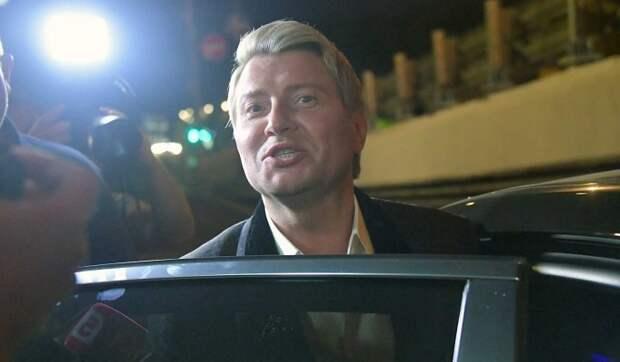 Сдавший тест на коронавирус Басков спешно покинул Россию для лечения