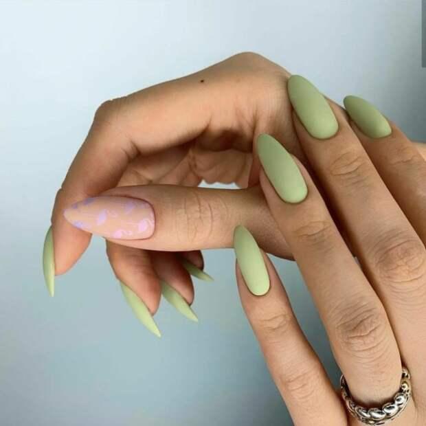 светло-зеленые ногти