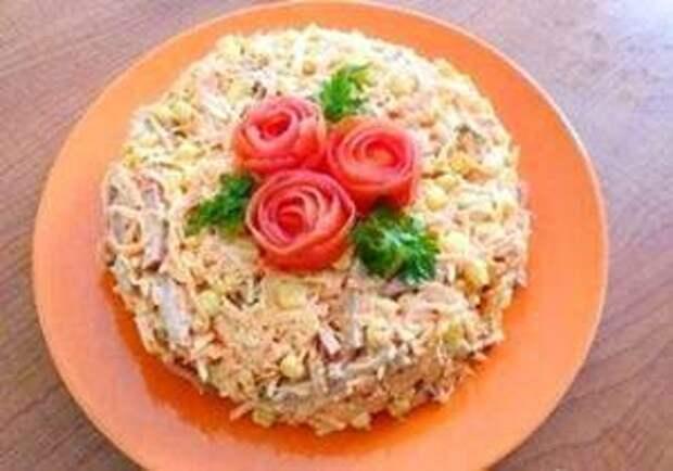Салатик с копченой колбасой