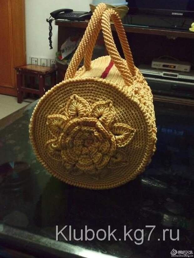 Вязаная сумочка крючком