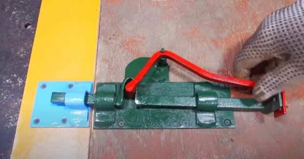Как сделать засов на дверь или калитку