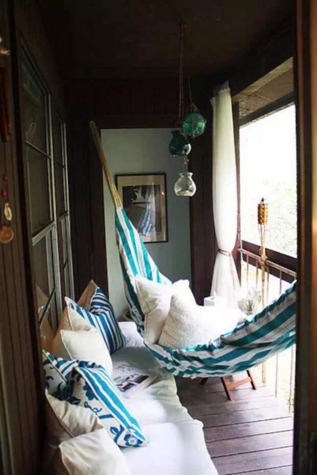 Чтобы почувствовать себя на необитаемом острове, просто установите на своём балконе гамак дизайн, креатив, своими руками
